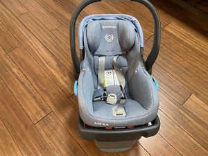 Uppababby Mesa car seat and base (Henry color) for Sale in Naperville, IL