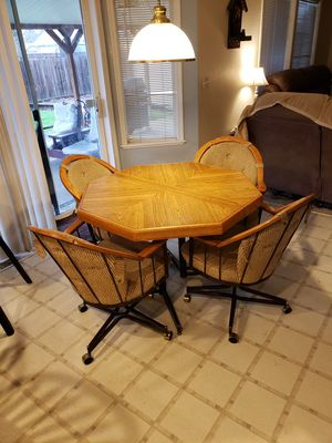 Kitchen table and 4 Chairs for Sale in Gresham, OR