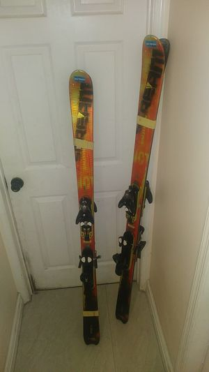 SALOMON SKIES MEN AND WOMEN SET GREAT CONDITION for Sale in Pembroke Pines, FL