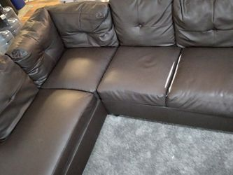 Brown LEATHER SECTIONAL for Sale in Dayton,  OR