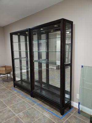 Display cabinet curio case for Sale in Stafford Courthouse, VA