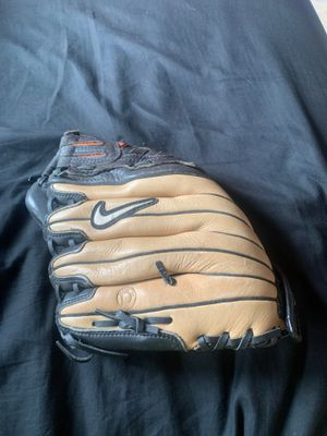 Baseball glove for Sale in Everett, WA
