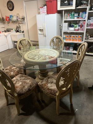 Table and 6 chairs for Sale in Fresno, CA