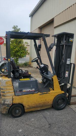 Forklift Caterpillar Original modelo 30 for Sale in Orlando, FL