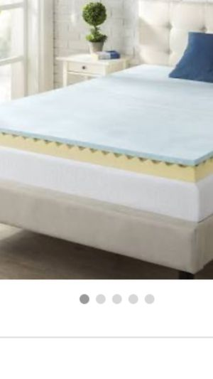 King size mattress topper 4 inches gel memory foam. It is new in box for Sale in Los Angeles, CA