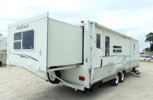 2OO7 Trailer White Camper for Sale in Midland, TX