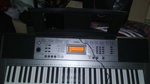 Yamaha Keyboard w/ Stand for Sale in Dickinson, ND