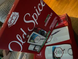 Old spice Fiji grooming kit gift box for Sale in Los Alamitos, CA