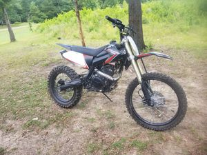 2017' DIRT BIKE MOTOCROSS XLT 250cc....$1,400.00 TITLE IN HAND!! LIKE NEW,ONLY RODE A FEW TIMES. NEVER LAYED OVER. for Sale in Longview, TX