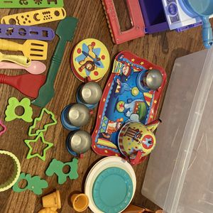 Playdough & Moon Sand Toys + Storage Box for Sale in Corrales, NM