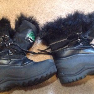 Kids Snow Boots Size 2 for Sale in San Juan Capistrano, CA