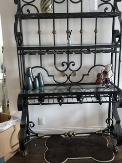 Bakers Rack In Excellent Condition for Sale in New York,  NY