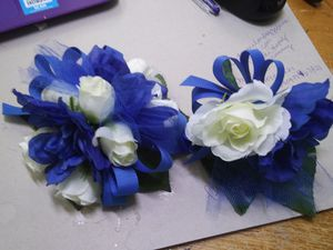 Blue and white wrist corsage set for Sale in Tobyhanna, PA