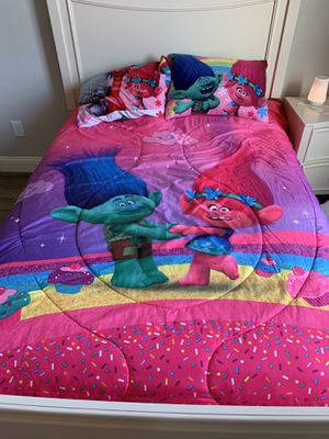 Trolls full size bedding for Sale in Saginaw, TX
