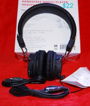 !!Skullcandy Samsung JVC Apple iPhone Aux earbuds headphones ear bud many different types of Earbuds available Bz1 for Sale in March Air Reserve Base, CA