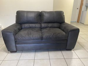 Gray loveseat for Sale in Miami, FL