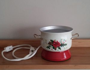 Poinsettia Electric Potpourri Warmer for Sale in Gaithersburg, MD