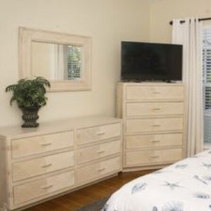 Kingsize bedroom set for Sale in Surfside, FL