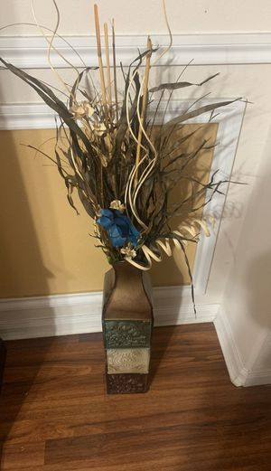 Vase and Fake plant decor for Sale in Pasadena, TX