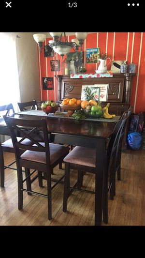Beautiful Solid Wood Dining Set for Sale in Torrance, CA