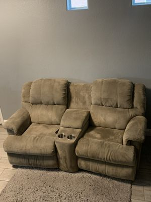 Sectional couch/sofa for Sale in North Las Vegas, NV