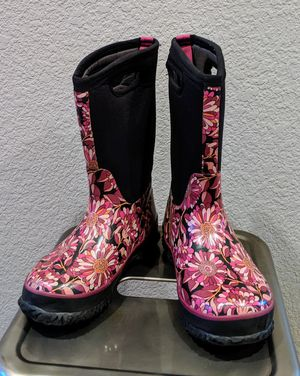 Girls size 2 BOGS -30 degree snow boots winter boots for Sale in Denver, CO