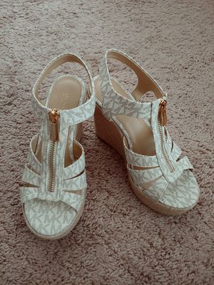 Michael Kors, Size 6M, Like New for Sale in Virginia Beach, VA