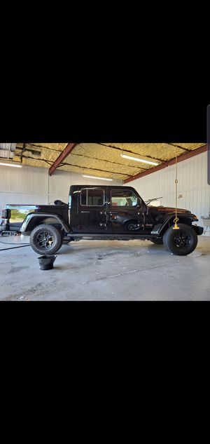 """Jeep Gladiator Launch edition wheels, 17"""" rims and tires 33"""" tire for Sale in Houston, TX"""