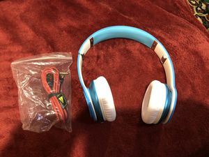 Beats Solo HD wired headphones for Sale in Elk Grove Village, IL