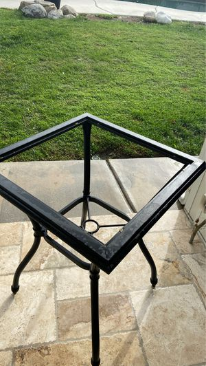 Outdoor stand table for Sale in Rancho Cucamonga, CA