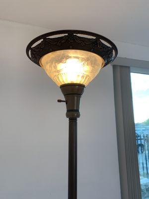 Floor lamp for Sale in Hialeah, FL