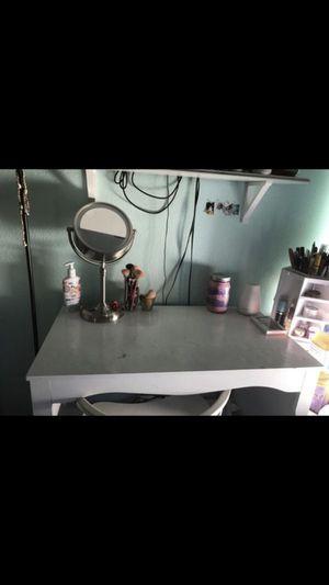 Desk/makeup vanity for Sale in Vista, CA