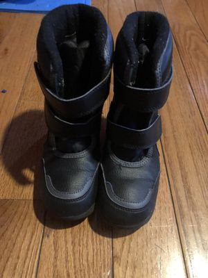 Kids snow boots size 11 for Sale in Englewood, NJ