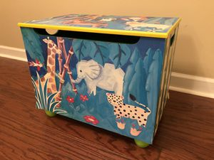 Wooden jungle/zoo theme toy box for Sale in Deer Park, IL