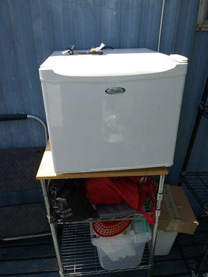 Small refrigerator for Sale in Loma Linda, CA