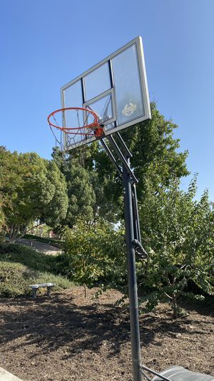 Basketball Hoop with adjustable height (used) for Sale in Yucaipa, CA