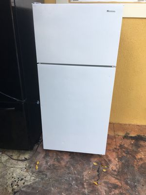 Top and bottom refrigerator for Sale in Hialeah, FL