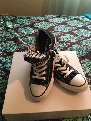 Woman's converse sneakers size 9 for Sale in Arlington, TX