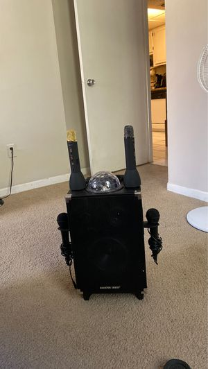 Karaoke Machine with built in speaker/4 microphones for Sale in Miami, FL