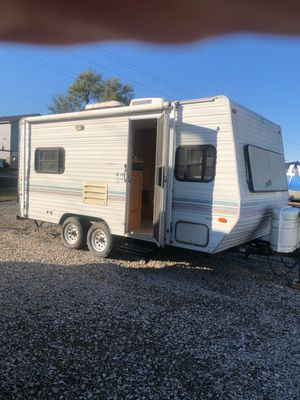 1997 Nomad 19 foot everything works sleeps five and bunk in front dinette turns into bed twin size bed and back next to bathroom with door and stand for Sale in Saint Charles, MO