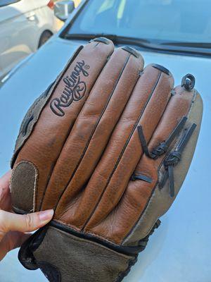 Left Hand baseball mitt for Sale in Grand Prairie, TX