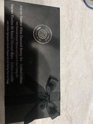 Forever flawless White diamond beauty set for Sale in Las Vegas, NV
