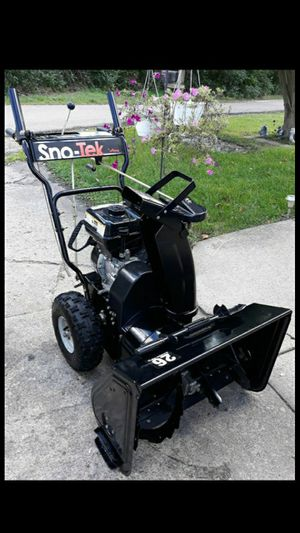 "Ariens Sno-Tek 26"" Inch 2-Stage Self Propelled Snowblower 208cc 4-Cycle Engine for Sale in Aurora, IL"