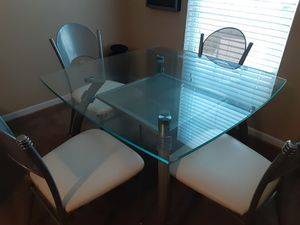 Kitchen table in nice chairs for Sale in Indianapolis, IN