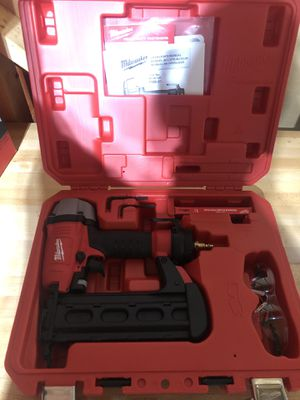 Milwaukee 7150-21 5/8-Inch to 2-1/8-Inch 18 Gauge Brad Nailer for Sale in Canton, GA
