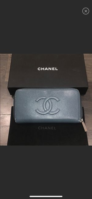 Classic CHANEL zip wallet for Sale in West Bloomfield Township, MI