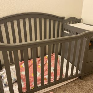 4 in 1 convertible crib for Sale in Ontario, CA