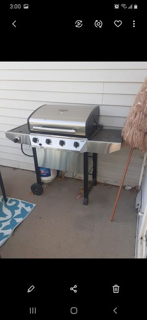 Like New Thermos Gas Grill Plus Propane Tank! for Sale in Arvada, CO