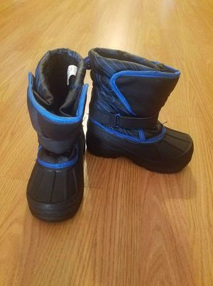 Snow boots kids size 9 for Sale in Glendale, CA