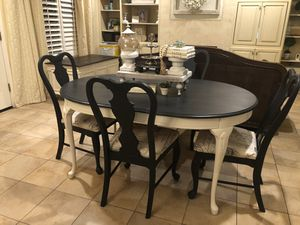 Black and White Table with 4 chairs for Sale in Reedley, CA